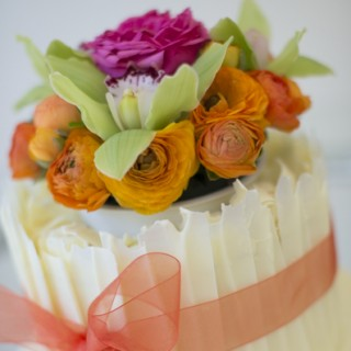 Cutting to the chase with photos of some amazing wedding cakes